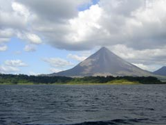 Volcán Arenal y Laguna del Arenal
